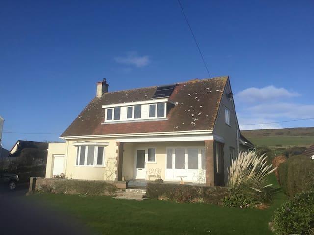 Family house in idyllic coastal position