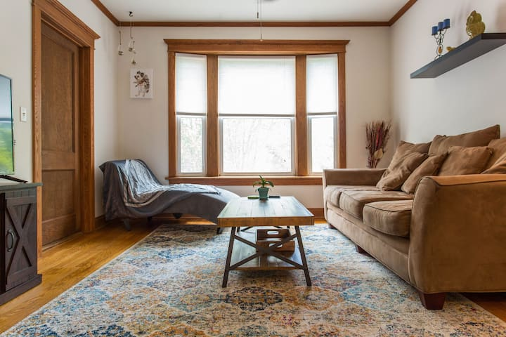 Avondale/ Logan pet friendly , 2BR near Green Exch
