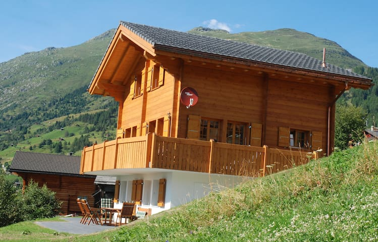 Chalet with awesome mountain view - Bellwald - บ้าน