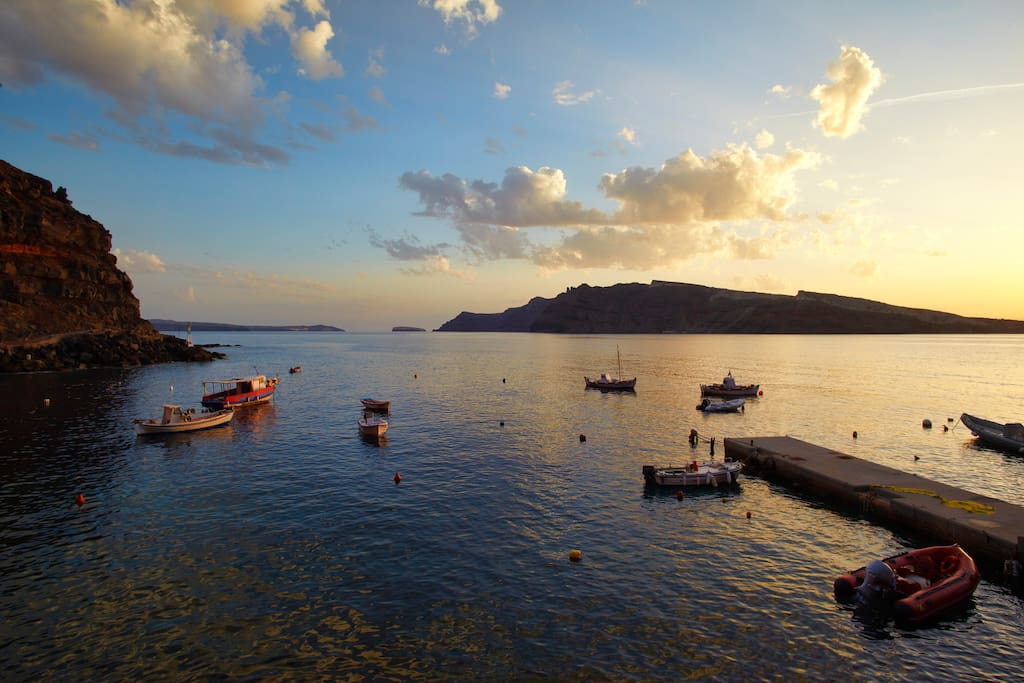 Breathtaking sea view of Ammoudi bay from the studios