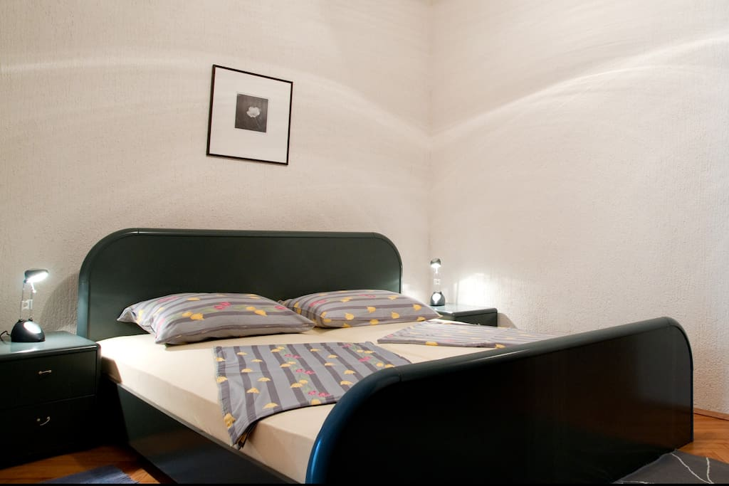 Double bed in sleeping area, bed lines and towels included