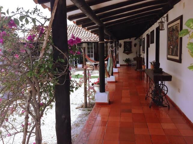 Acogedoras Habitaciones con Baño Privado, A/C. - Santa Marta (Distrito Turístico Cultural E Histórico) - Maison