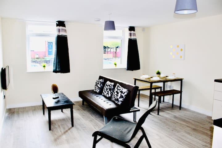 Brand New Twin Apartment, Secure Parking - No 7