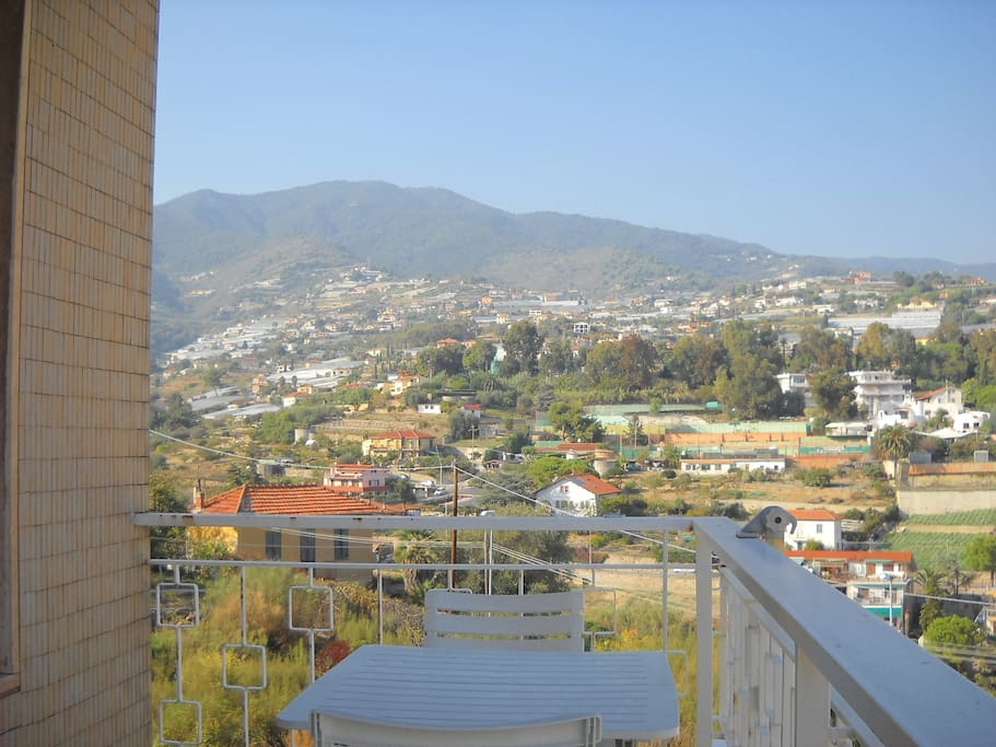 Il panorama collinare dell'appartamento