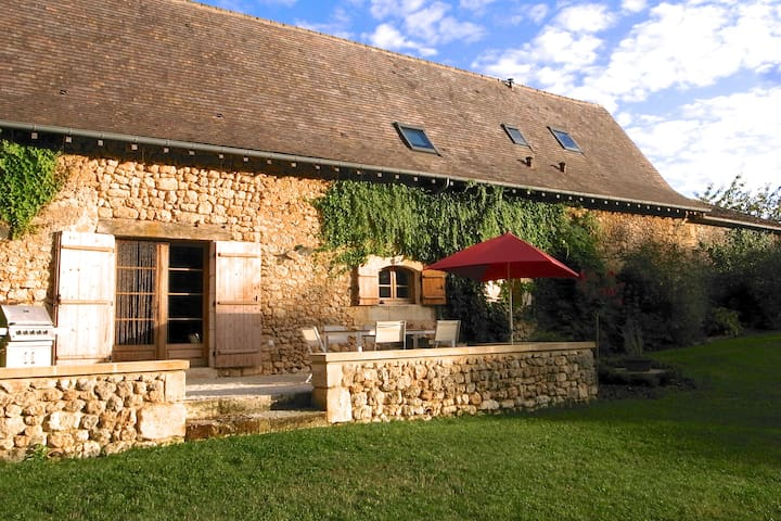 Stone farmhouse - childhood's dream - Saint-Martin-des-Combes - Talo