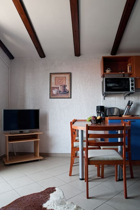 Flat TV and fully equipped kitchen