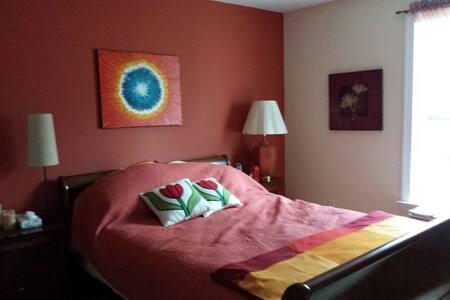 A Warm Cozy and Comfy room - Aston - Ház