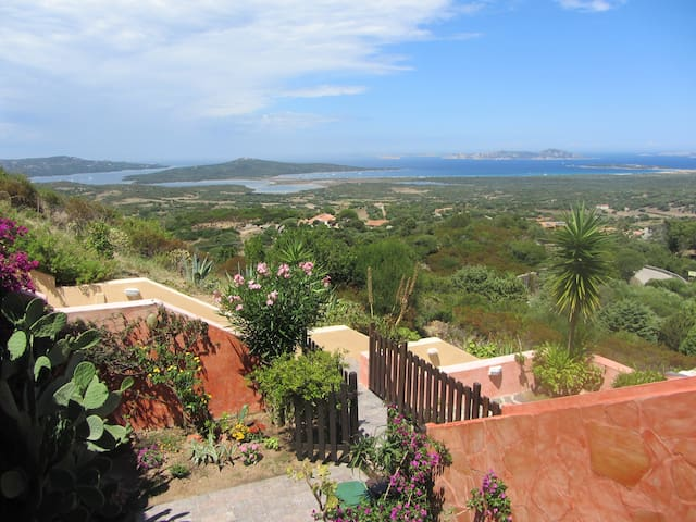 Amazing view, sun, wind and more 3 km from the sea - San Pasquale - Apartmen
