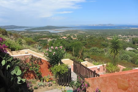 Amazing view, sun, wind and more 3 km from the sea - San Pasquale - Appartement