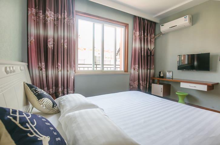 卧室4,大床间1.8米宽