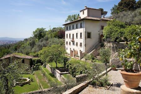 Villa overlooking Florence, Tuscany - Florencia - Villa