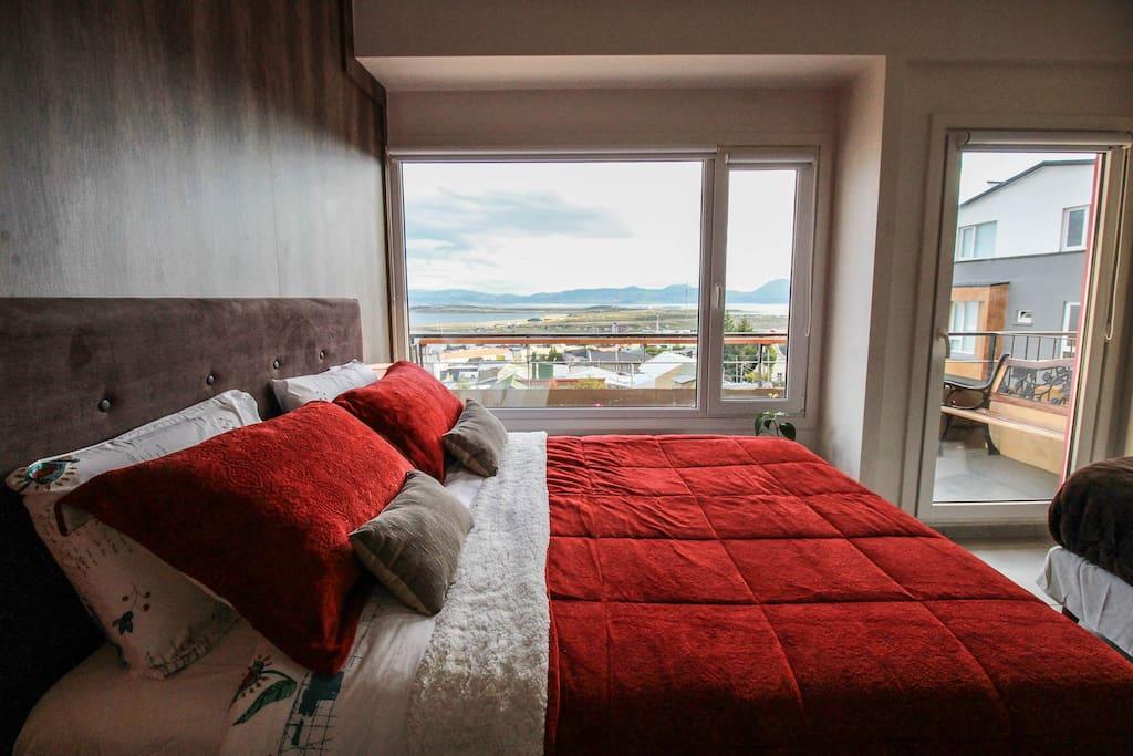 cama principal con vista al Canal de Beagle