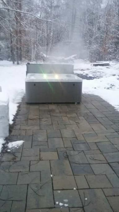 7 person hot tub on HEATED stones - so there's NEVER snow or ice between you and the porch door!