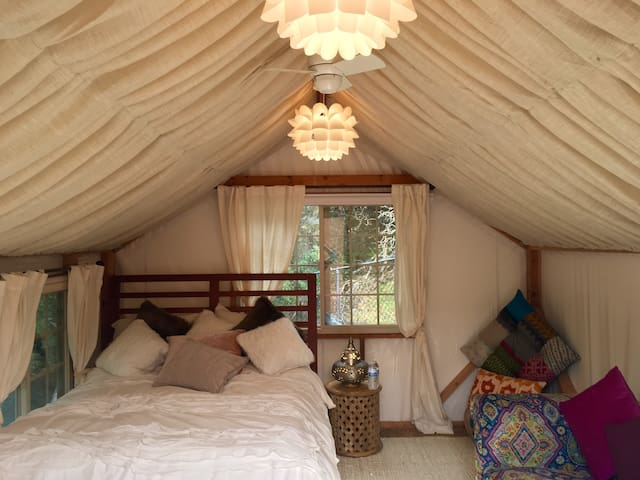 Cozy Moroccan Yurt, Queen bed with ultra soft sheets & pillow top comforter.  Couch and many floor pillows great for meditation'