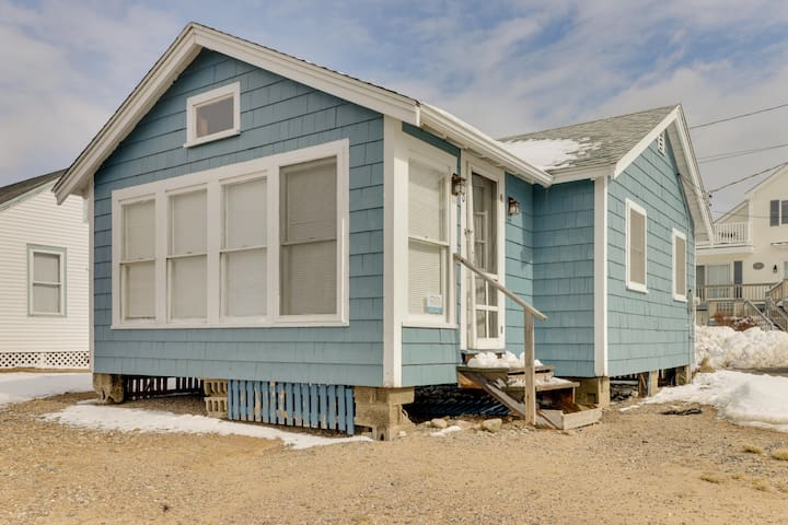 Dog-friendly cottage w/ amazing sunset views, across the street from the beach!