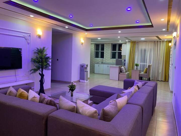 IC-Gray Apartments: Stunning modern 2-Bedroom Apt
