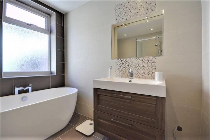 Family Bathroom with Sonos Speakers