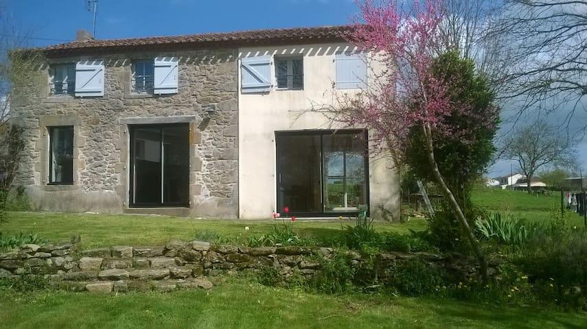 Grande maison de campagne proche du Puy du Fou