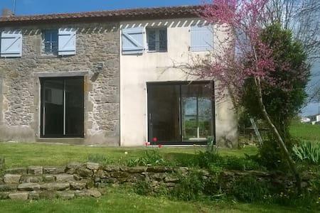 Grande maison de campagne proche du Puy du Fou - La Gaubretière - 独立屋