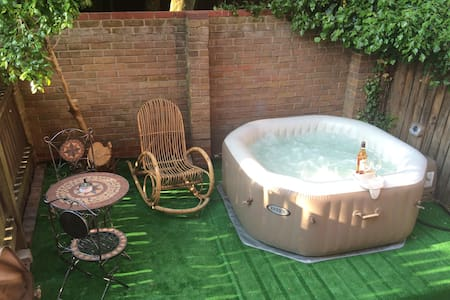 Central London with Jacuzzi and garden RELAX!!! - London - House