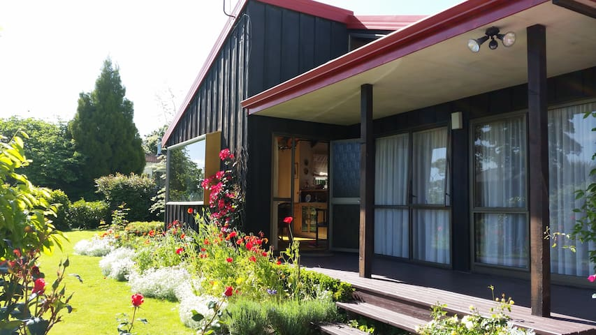 Gardener's Delight B&B - Rotorua - Bed & Breakfast