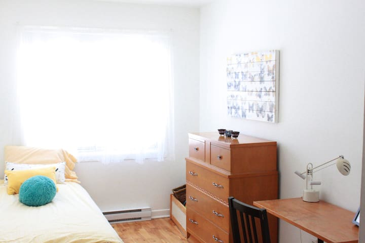bright room in a big - Montréal - Daire