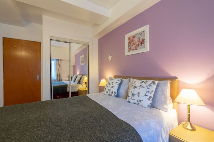 Cozy Quiet Old Town Apartment 5 mins to Royal Mile