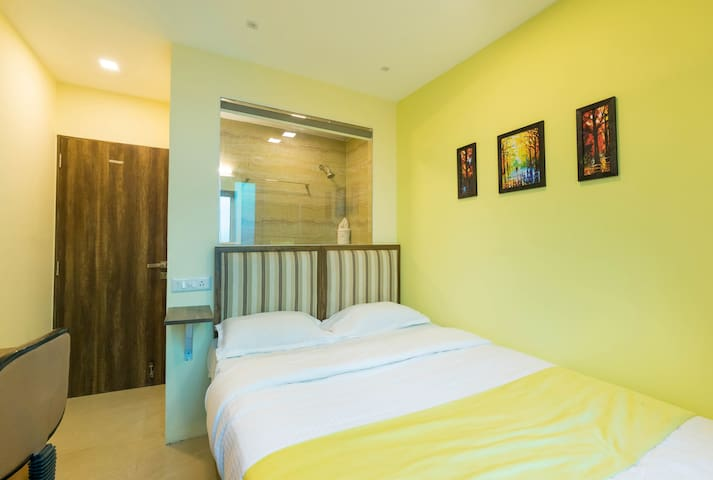 Modern Cozy Rooms near Andheri station