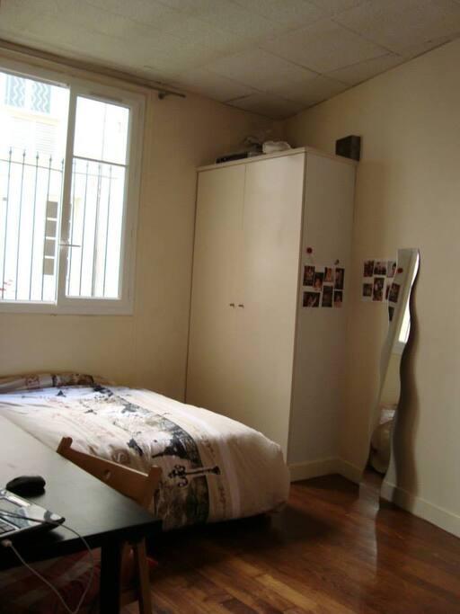Chambre à disposition avec Lit 2 places, Armoire, bureau