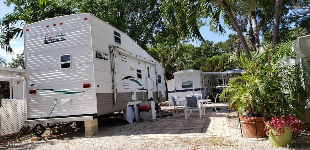 Hidden Gem Camper RV in  Key Largo Kampground