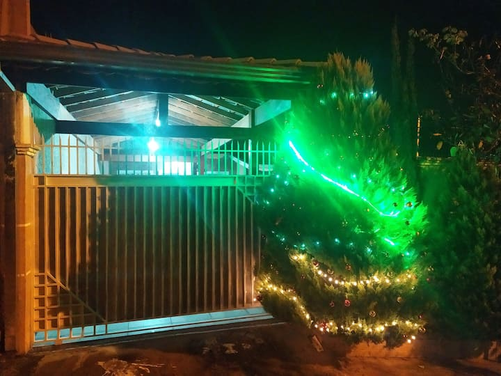 Casa com piscina em Atibaia.