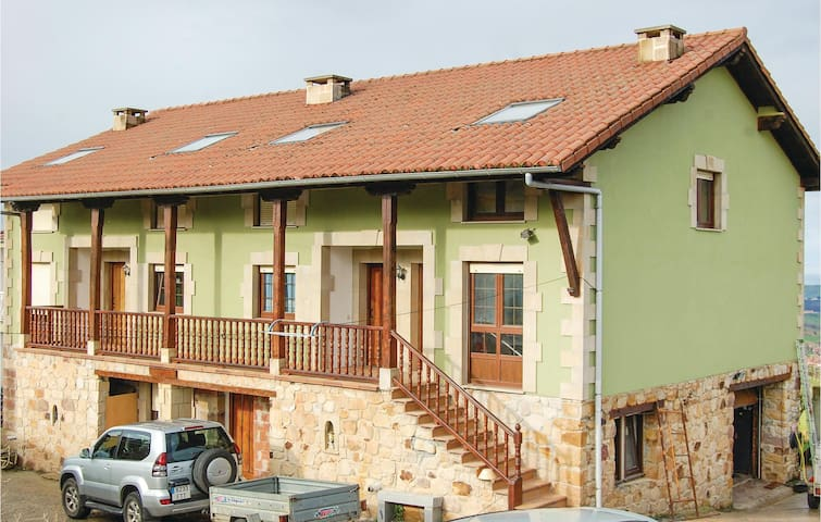 Semi-Detached with 2 bedrooms on 87 m² in Udías