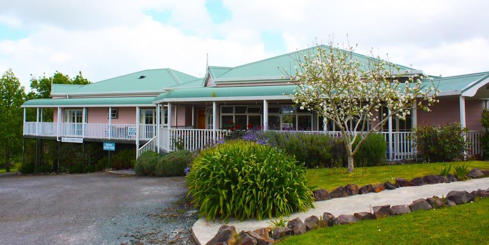 Matakohe House - Kauri Tree Room