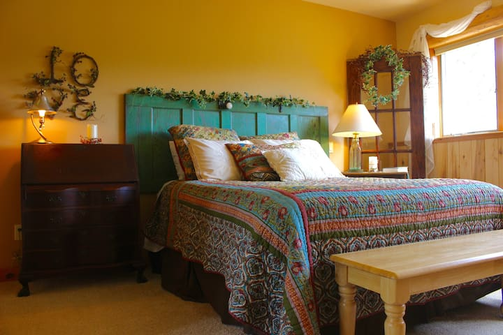 Bedroom #4 :: Bristol Mountain Home B&B