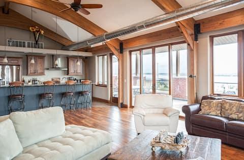 RIVER VIEW - Penthouse Loft w/ Riverview deck
