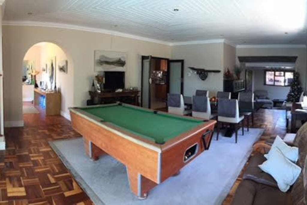 Dining room / pool table area