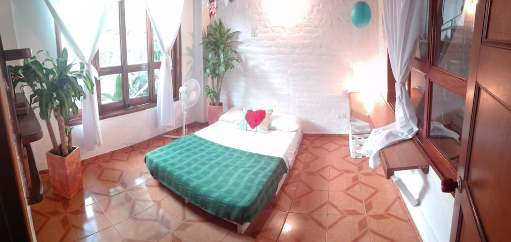 Peaceful Room in  Colonial Home San Antonio - Cali - Casa