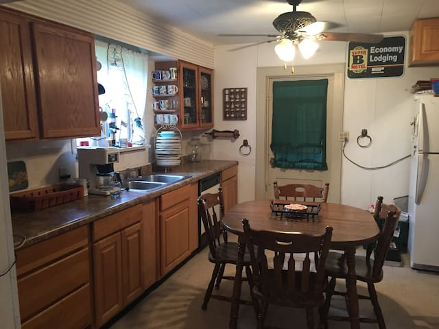 Cozy Vacation Home in Downtown Bessemer!