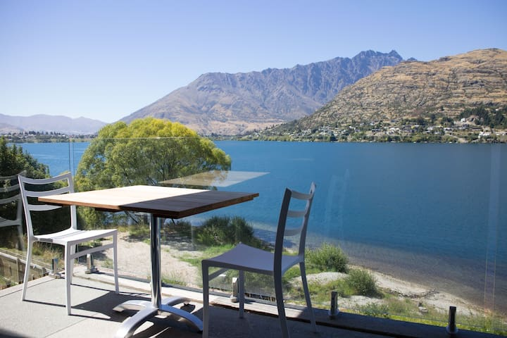 Modern Lakefront Apartment - Queenstown - Daire