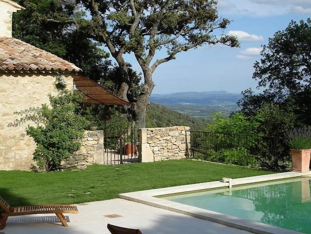 LARGE STONE MAS WITH SWIMMING-POOL  - Cucuron - Casa
