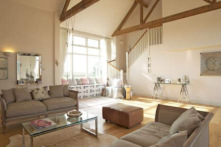 Idyllic rural & coastal Sussex barn - Chichester