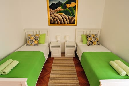 Puntin Rooms - Green Room; separated or joind beds
