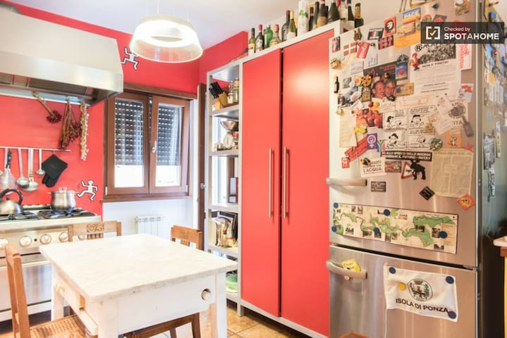 Room to rent - Rom - Wohnung