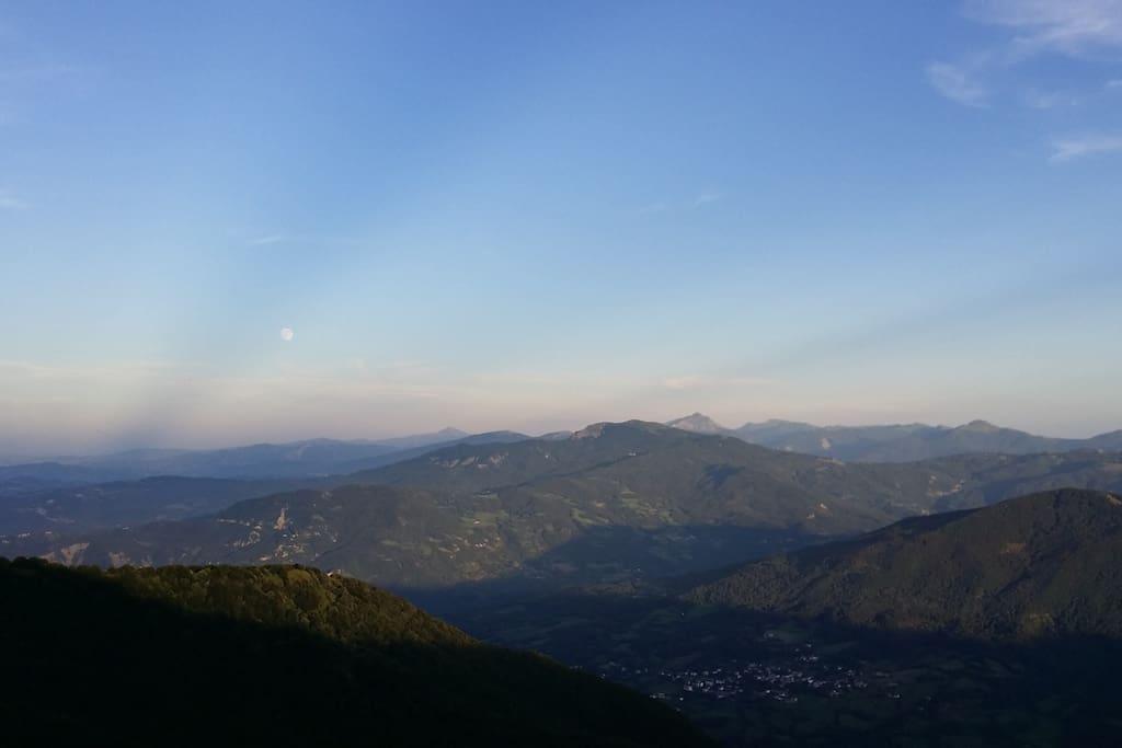 il tramonto nella passeggiata sull'Appennino Tosco Emiliano