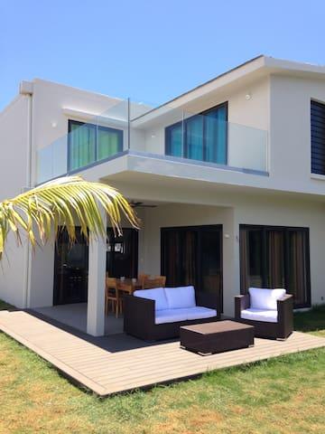 Villa bord de mer, Piscine, 4 Chb - Trou-aux-Biches - Rumah