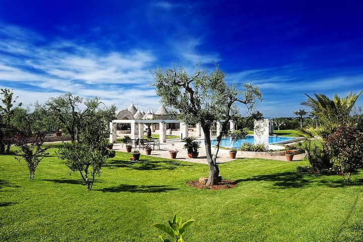 Trullo with garden and pool
