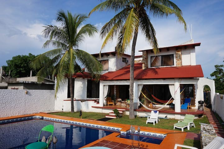 Ensuite Twin in Beautiful Villa  - Puerto Escondido - Huis