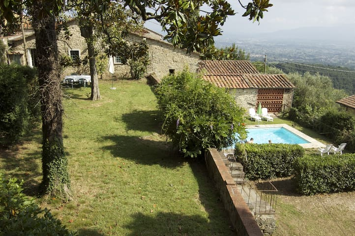 In the beautiful hills of Lucca - Valgiano - House