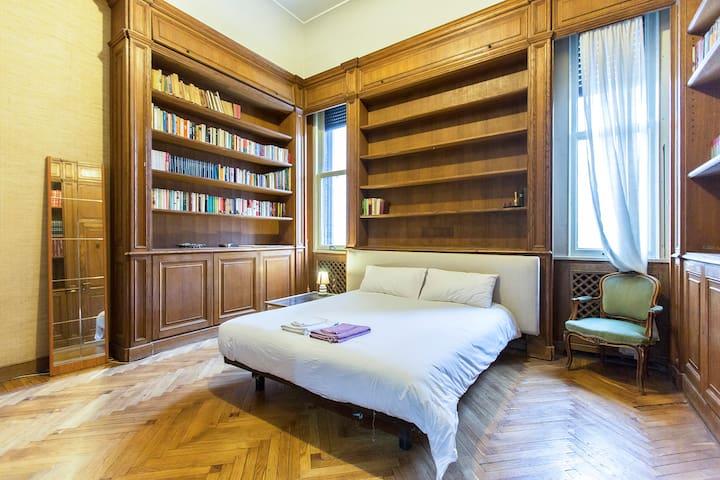Milan 4 rooms in elegant villa!!!