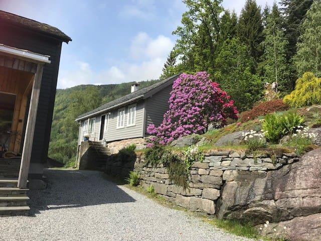 @EPLABLOMEN Historic house in fruitfarm Hardanger